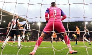 Leander Dendoncker scores Wolves' equaliser
