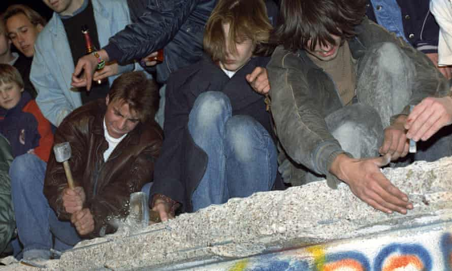 West Berliners chipping away at the Berlin Wall, Germany.