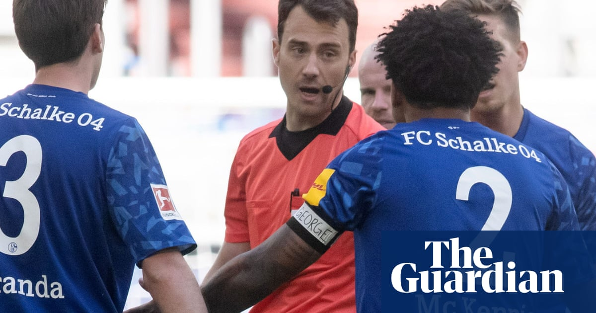 Schalkes Weston McKennie wears Justice for George Floyd armband