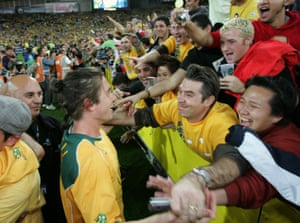 Kewell playing for the Socceroos