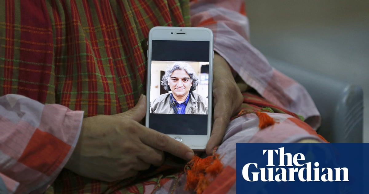 Pakistani journalist and army critic released after being kidnapped in Islamabad