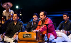 Rahat Fateh Ali Khan on stage.