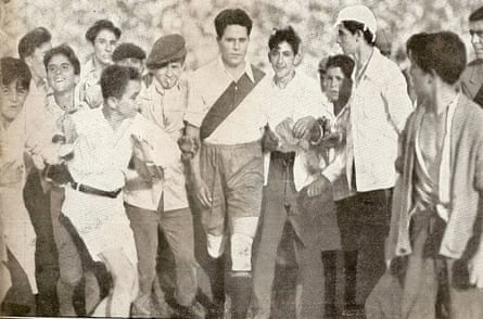 Bernabé Ferreyra is mobbed by River Plate fans during his last match in 1939.