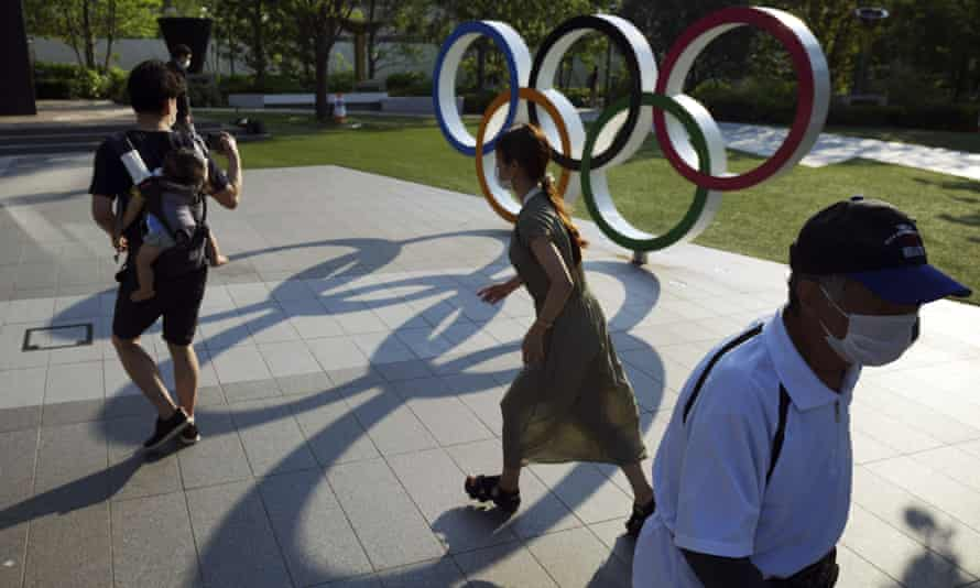 The IOC has offered to source doctors and nurses to help handle pressure on medical services in Tokyo.
