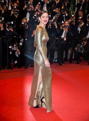 Marion Cotillard in gold bodycon Dior Couture