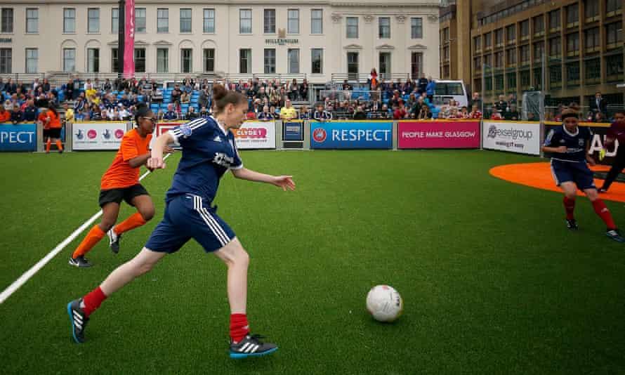 Women play football