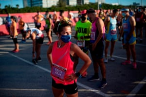 Barcelona, Spain. Athletes wearing face masks keep their positions before taking part in the Mercè race. It takes place over a 10km distance in Barcelona and this year is dedicated to the fight against Covid