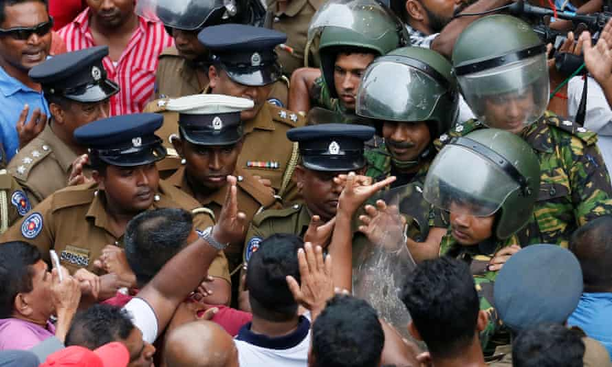 Supporters of Mahinda Rajapaksa argue with members of the Special Task Force and the police in Colombo.
