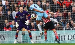 Vincent Kompany scores, Southampton v Manchester City