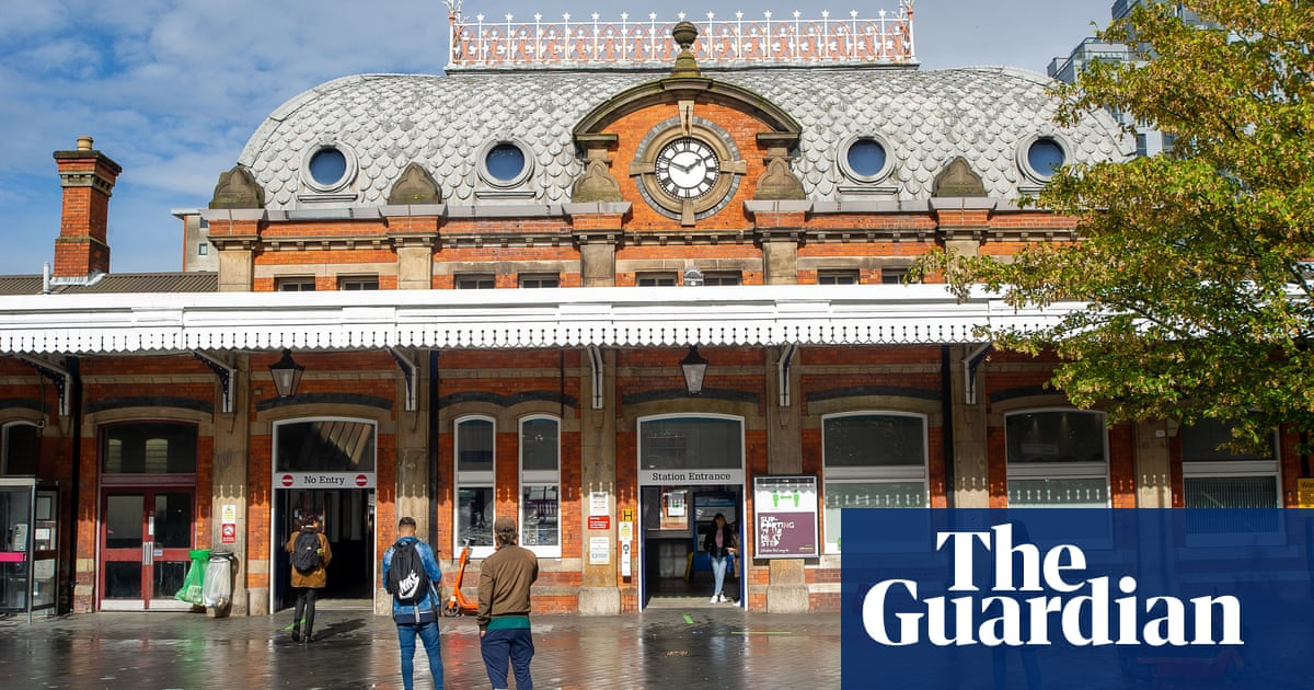 Searches for homes near train stations jump as UK returns to the office