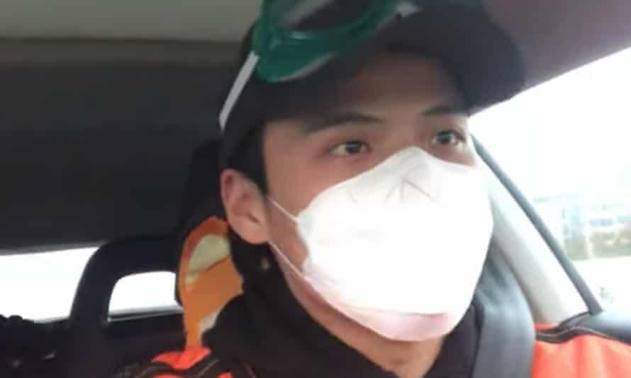 Li Zehua livestreaming from his car in Wuhan while he was being followed in February.