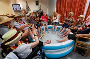 Grimbergen, BelgiumResidents at the Ter Biest house for elderly persons cool their feet in a pool to help combat the hot weather.