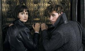 Katherine Waterston and Eddie Redmayne in Fantastic Beasts: The Crimes of Grindelwald.