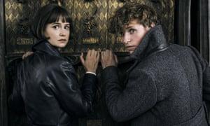 Katherine Waterston and Eddie Redmayne in Fantastic Beasts: The Crimes of Grindelwald