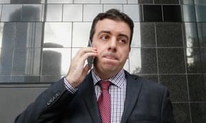 侦察圣路易斯红雀队的前任主任克里斯科雷亚本应该坚持使用他的手机进行交流。