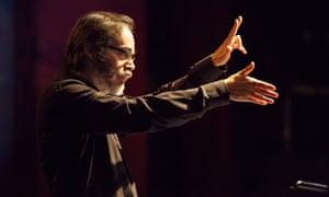 Ilan Volkov performing with London Sinfonietta.