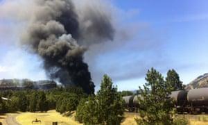 oil train derails Oregon