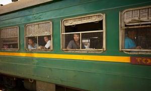 Đoàn tụ cao tốc, hành trình tàu hỏa tại Việt Nam