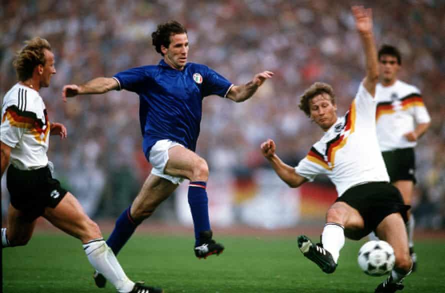 Franco Perez in rappresentanza dell'Italia a Euro 88 contro la Germania Ovest.