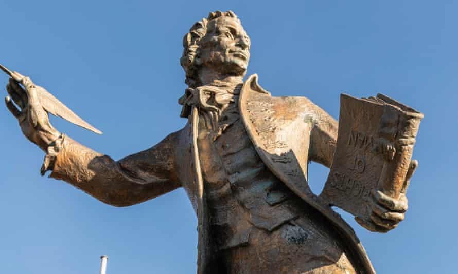 Thomas Paine (1737–1809), 1964, gilded bronze statue by Charles Thomas Wheeler (1892–1974) in Thetford, Norfolk