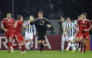 Bayern Munich's goalkeeper Hans-Jörg Butt celebrates after scoring a penalty against Juventus during their 2009 Champions League encounter.