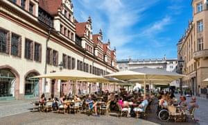 Quán cà phê vỉa hè ở Naschmarkt phía sau Altes Rathaus, Leipzig