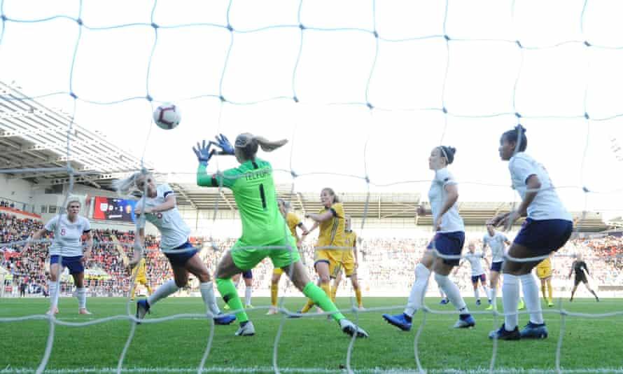 Anna Anvegård of Sweden scores to make it 2-0