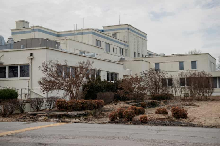 Twin Rivers Regional Medical Center sits empty on December 21 in Kennett, Missouri. The city has been without a hospital since Twin Rivers close of in 2018.