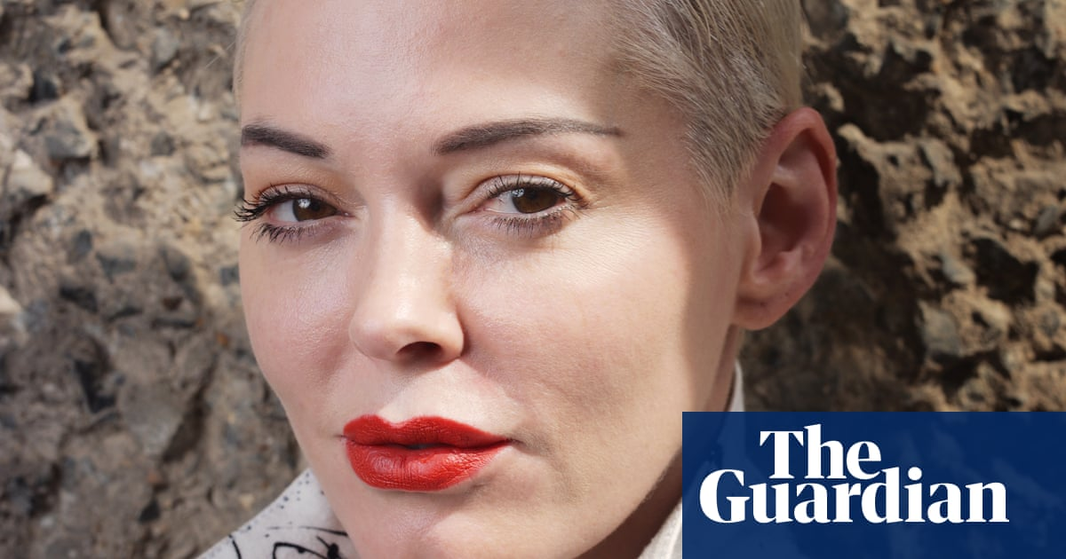 Rose McGowan to make directorial debut with dog animation