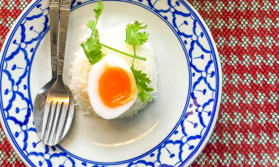 Rice cooker boiled egg is an easy dish for kids to make themselves