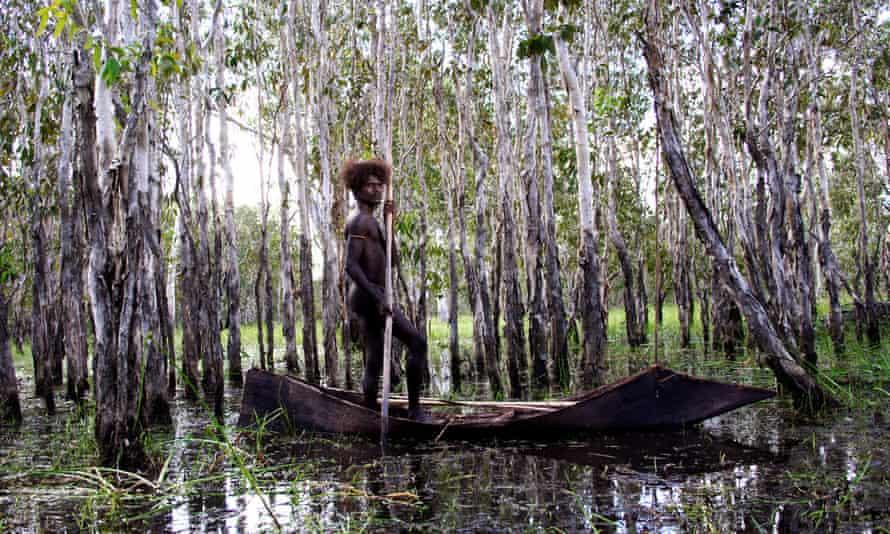 Jamie Gulpilil (Dayindi) in Ten Canoes.