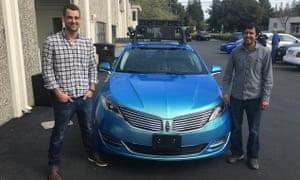 Sameep Tandon (à direita) e Tory Smith no Star.d. Drive.ai em Mountain View, Califórnia.