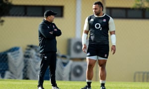 Eddie Jones talks to Billy Vunipola during the a training session in Portugal.