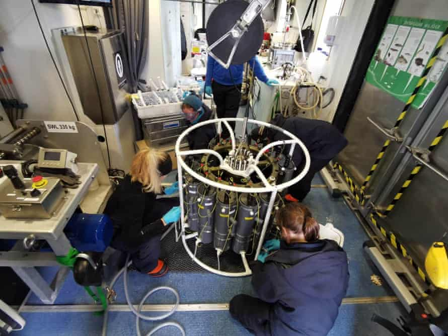 Scientists at work on the test cruise Electra 1, prior to the Akademik Keldysh expedition.