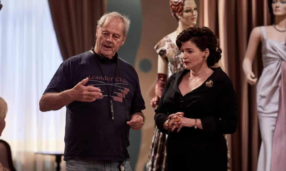 Director Bruce Beresford and actor Julia Ormond on the set of Ladies in Black
