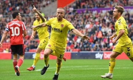 Sunderland v Fleetwood and more: Football League clockwatch –live!