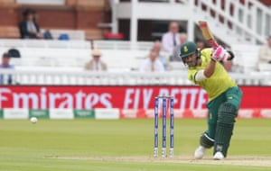 Du Plessis hits Afridi for four.