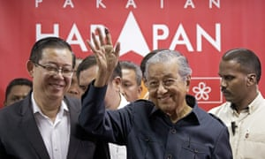 Mahathir Mohamad, right, with his new finance minister Lim Guan Eng, the first ethnic minority politician to hold the post for 44 years.