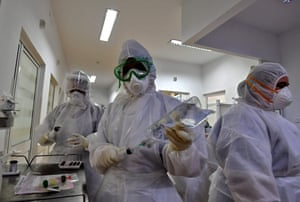 Tunisian medical staff get ready to enter a coronavirus patient area at the intensive care unit of the Ariana Abderrahmen Mami hospital in the city of Ariana near the Tunisian capital Tunis on 27 January, 2021, during the Covid-19 pandemic crisis.