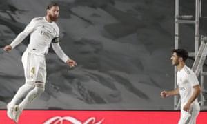 Sergio Ramos sau khi ghi bàn mở tỷ số của Real Madrid tại Getafe vào thứ Năm ngày 2 tháng 7, từ chấm phạt đền