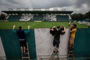 Football fans on ladders