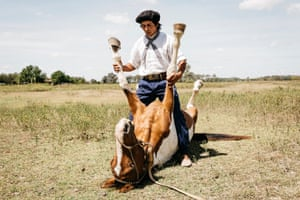 Martin Tatta was born on an estancia where his father worked taking care of the horses. By the age of 8 Martin had taught his horse to stand on his two rear legs.