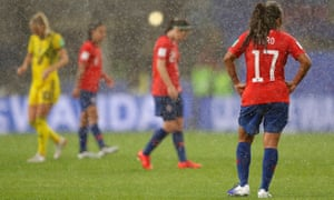 The Swedish and Chilean players were off the field for approximately 40 minutes due to the heavy rain.