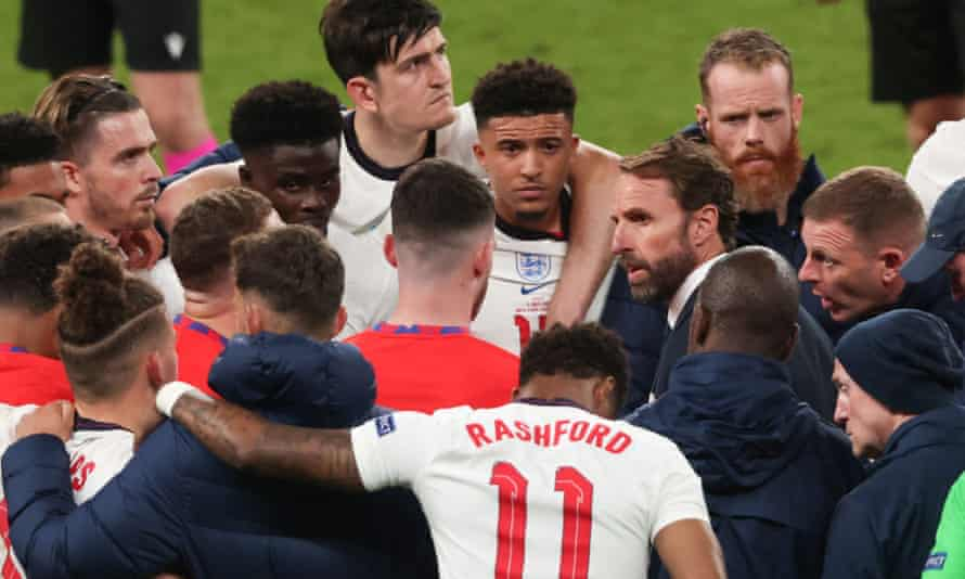 Gareth Southgate speaks with his players before the penalty shootout during the UEFA Euro 2020 final.