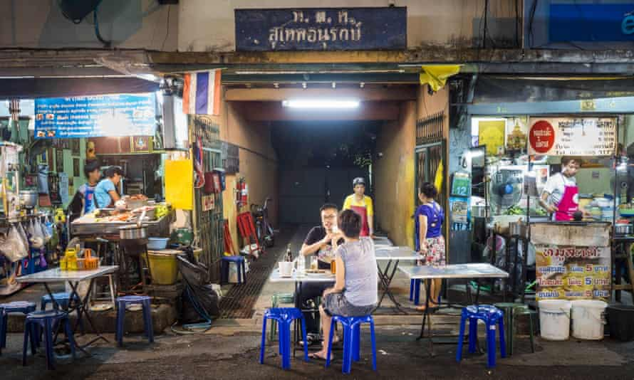 These vendors on Sukhumvit Road's Soi 38