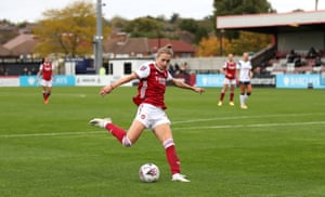 Vivianne Miedema of Arsenal scores her team's fourth goal.