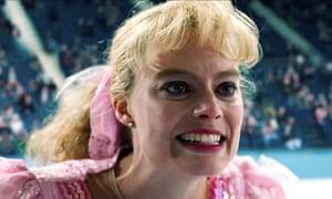 I Tonya Review Margot Robbie Superbly Uninhibited As Reviled Ice
