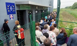 Ukrainians queue to cross into Poland on the first day of visa-free access to the EU in June 2017.