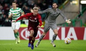 Fredrik Gulbrandsen of RB Salzburg takes the ball around Craig Gordon of Celtic to score his team's second goal of the game.