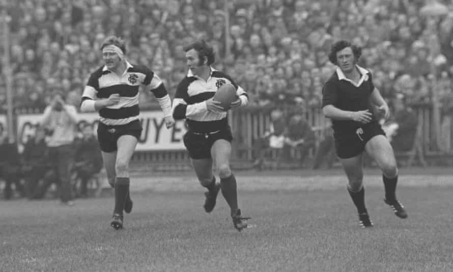 Dawes, centre, makes the break with teammate Derek Quinnell, left, that led to a famous Gareth Edwards try for the Barbarians against New Zealand in 1973 at Cardiff Arms Park.